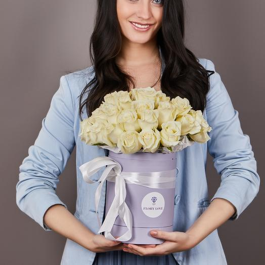 35 белых роз премиум в шляпной коробке