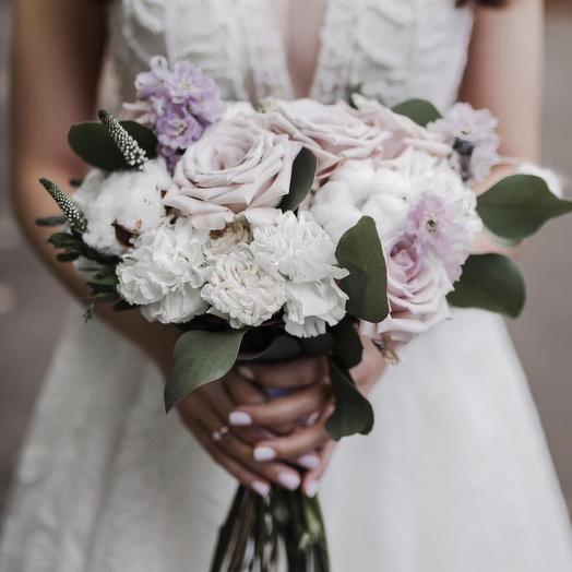 Букет невесты в сиреневых тонах с розой Мента