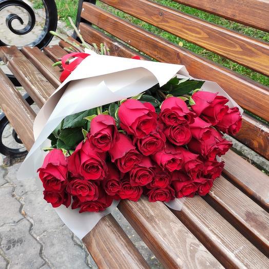 ✅ Букет 25 роз в дизайнерской упаковке
