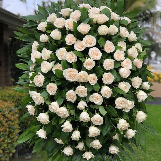 Венок траурный Белые Розы