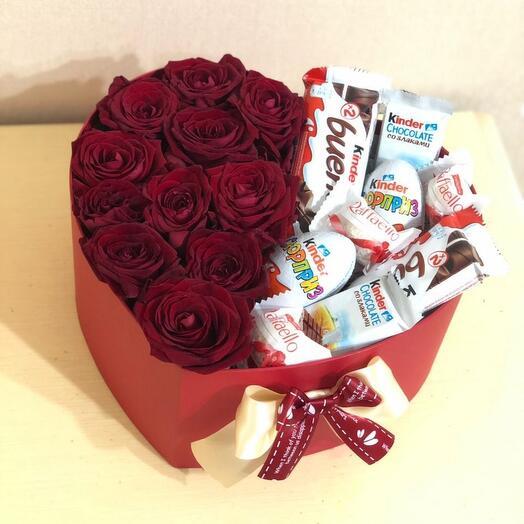 Розы в коробке с киндер шоколадом