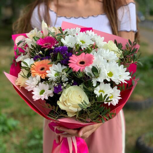 Букет с герберами и розами