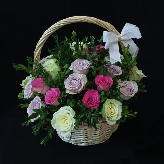31 роза Кения в корзинке