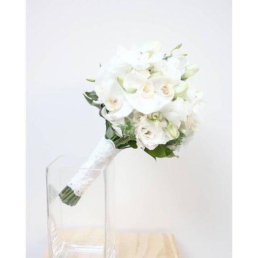 Свадебный букет из орхидей и лизиантуса: букеты цветов на заказ Flowwow