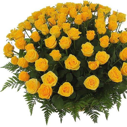 Корзина из 101 желтой розой: букеты цветов на заказ Flowwow