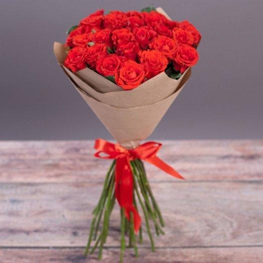 Букет из 11 алых роз в крафт бумаге: букеты цветов на заказ Flowwow