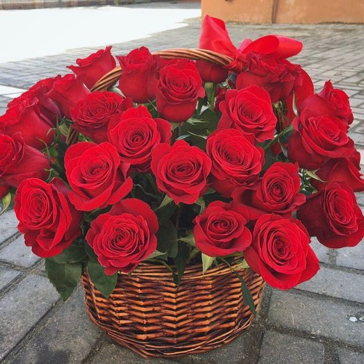 Розы 51 шт в корзине
