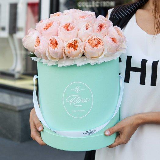 Персиковые розы Juliet в шляпной коробке Grand GREEN