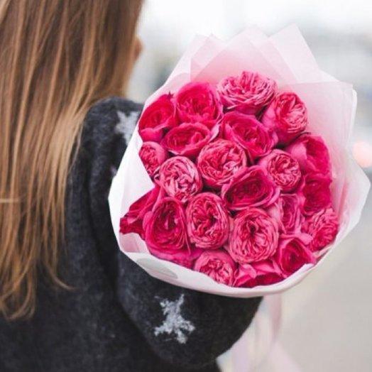 Пионовидные малиновые розы