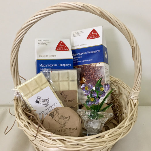 Подарочная корзинка : букеты цветов на заказ Flowwow