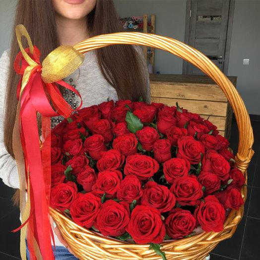 Корзина с 61 розой