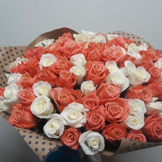 75 российских роз в крафте: букеты цветов на заказ Flowwow