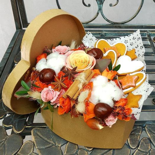 Композиция из хлопка, роз, корицы и имбирных пряников: букеты цветов на заказ Flowwow
