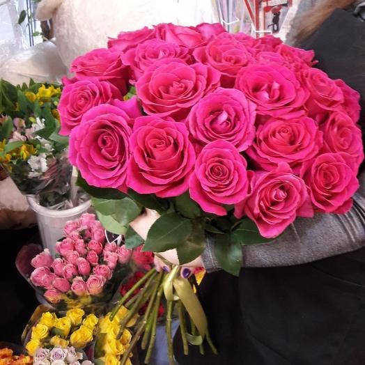 25 Малиновых крупных роз: букеты цветов на заказ Flowwow