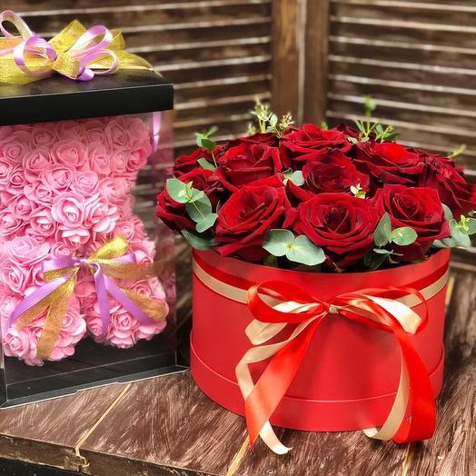 Подарочный набор из 19 роз и мишки