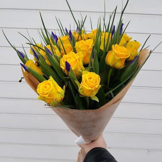 """Букет из роз и ирисов """"Изюминка"""": букеты цветов на заказ Flowwow"""