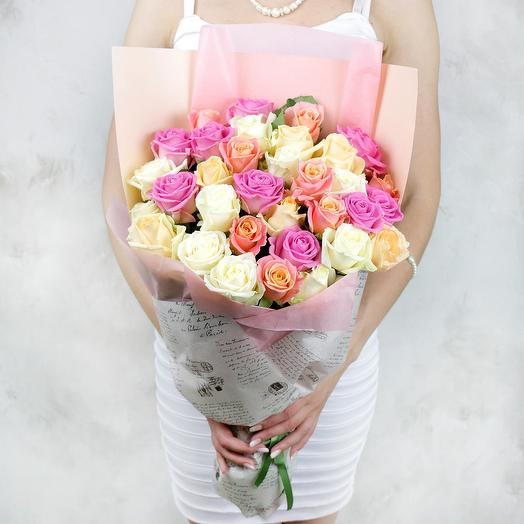 Букет из 33 белых и розовых роз: букеты цветов на заказ Flowwow