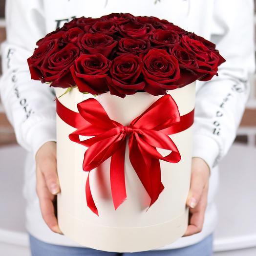 Шляпная коробка из 29 красных роз. N709: букеты цветов на заказ Flowwow