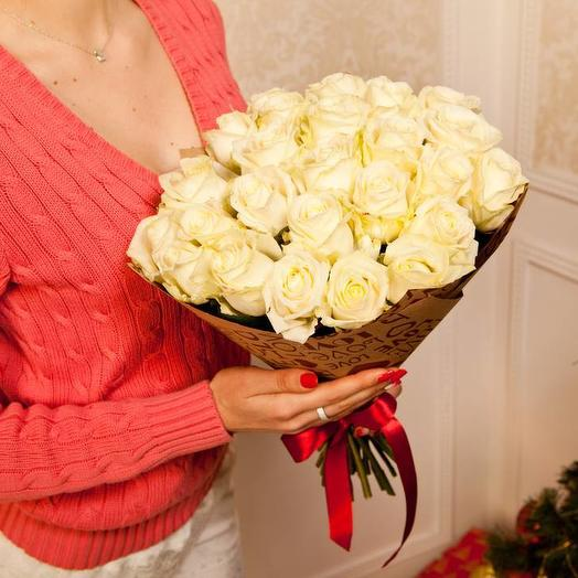 35 белых роз (Россия) 40 см в крафте: букеты цветов на заказ Flowwow