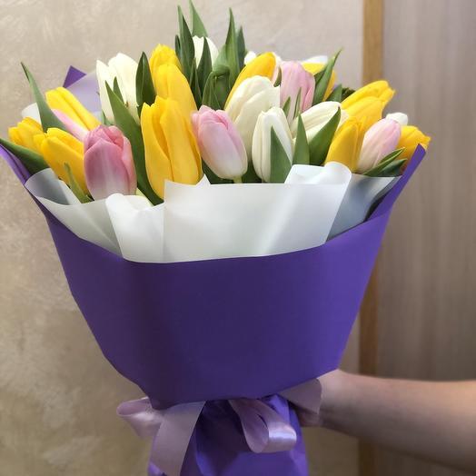 Весенний букет из 25 тюльпанов