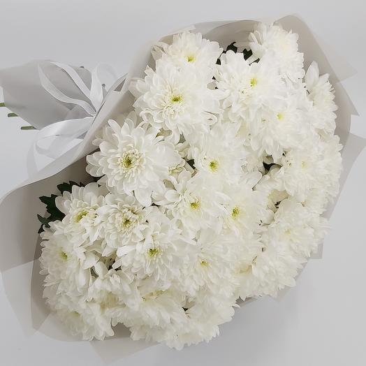 Охапка белых хризантем