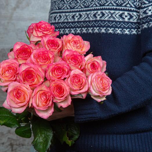 Букет из 15 бело-розовых роз длиной 60 см