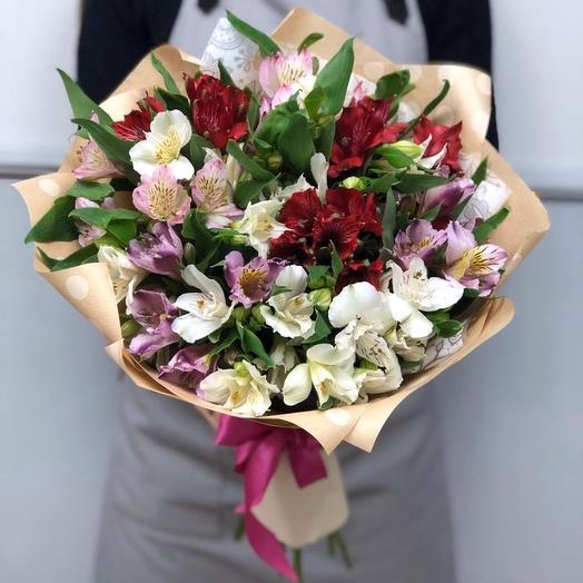 11 альстромерий в крафт бумаге: букеты цветов на заказ Flowwow