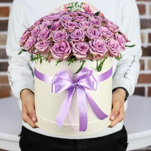 Шляпная коробка из 51 сиреневой розы. N848