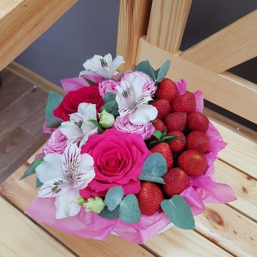 Box with strawberries and flowers