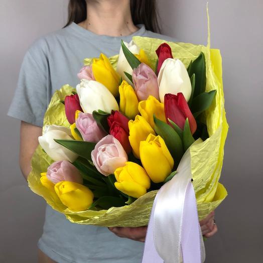 Яркий микс из тюльпанов в желтом