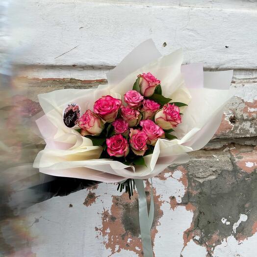 Букет из Кенийских бело-малиновых роз