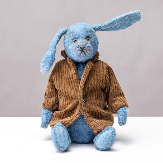 Кролик в пальто