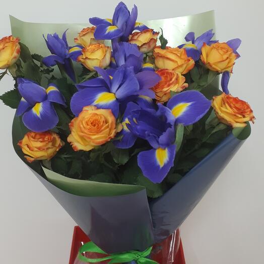Букет из розы и ирисов