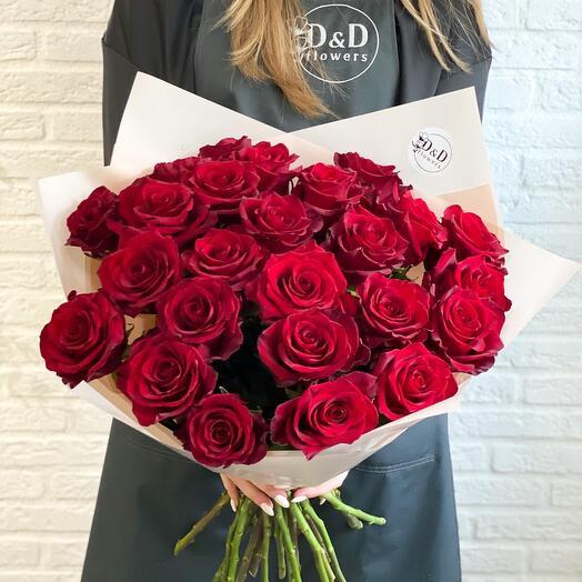 Букет из 25 алых роз