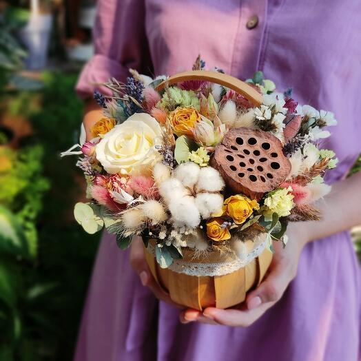 Сухоцветы в лукошке