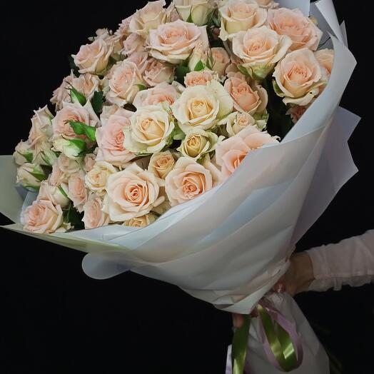 Букет из 23 кустовых роз