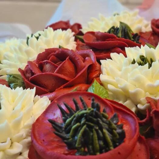 Delicious bouquet of cupcakes: roses, chrysanthemums and poppies
