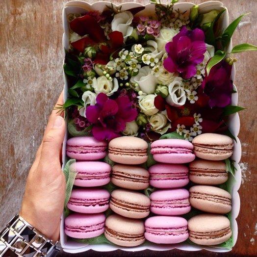 Коробочка с цветами Li ac: букеты цветов на заказ Flowwow