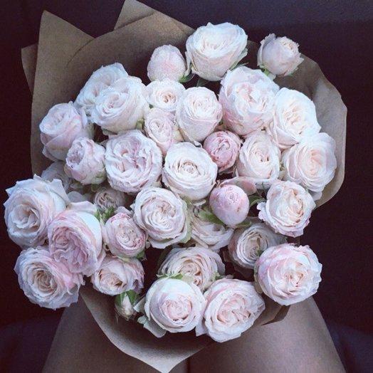 9 кустовых пионовидных роз в крафт