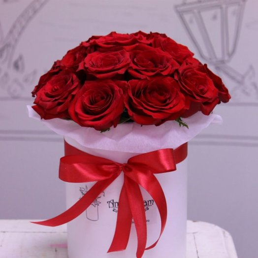 25 красных роз в коробке: букеты цветов на заказ Flowwow