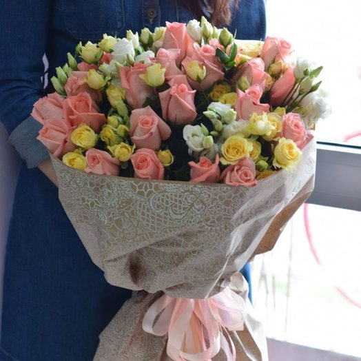 Букет из розовых и желтых роз: букеты цветов на заказ Flowwow