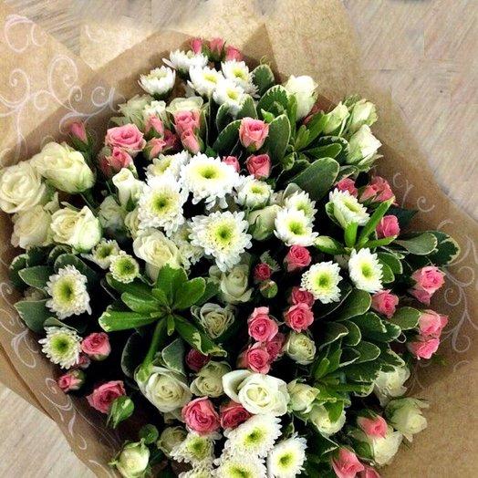 Букет из кустовой розы и хризантем сантини: букеты цветов на заказ Flowwow