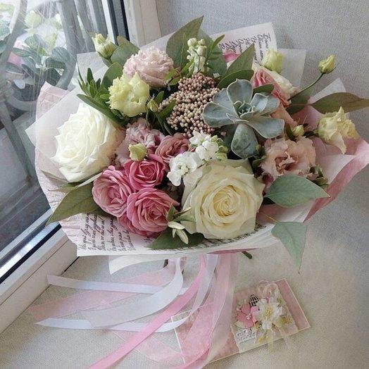 Букет нежный с суккуленом: букеты цветов на заказ Flowwow