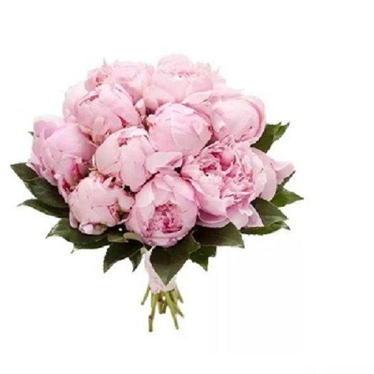 Букет из 15 розовых пионов с саласом: букеты цветов на заказ Flowwow