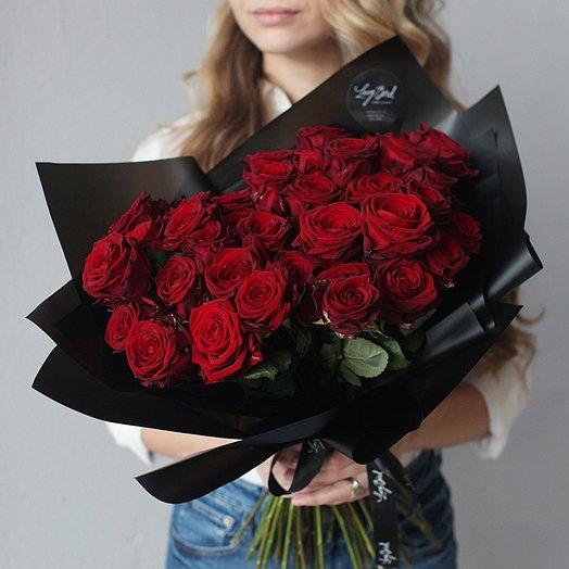 Стильный букет красных роз: букеты цветов на заказ Flowwow