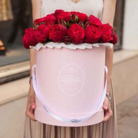 Красные розы Red Piano в шляпной коробке Grand PINK: букеты цветов на заказ Flowwow
