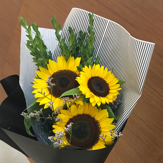 Подсолнухи 3 штуки: букеты цветов на заказ Flowwow