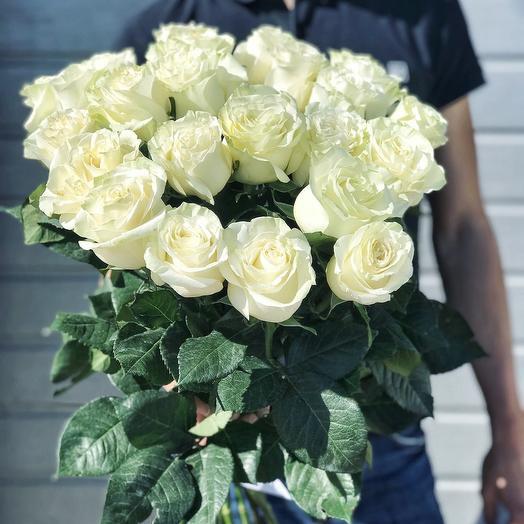 Белоснежные розы: букеты цветов на заказ Flowwow