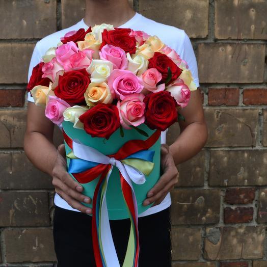 Букет из разноцветных роз в коробке Тиффани: букеты цветов на заказ Flowwow