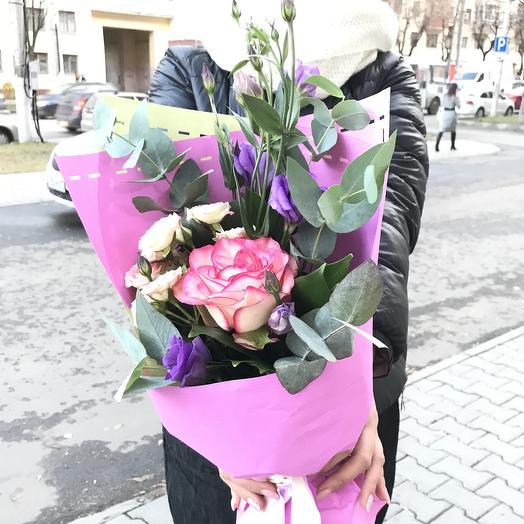 Роза и эустома: букеты цветов на заказ Flowwow
